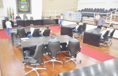 """Alunos e Professores da Escola """"Criança & Companhia"""" realizam visita monitorada na Câmara de Pindamonhangaba"""
