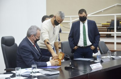 Aprovado em votação unânime dos vereadores, Projeto torna obrigatória a colocação de placa de identificação nos imóveis de propriedade da Prefeitura de Pindamonhangaba