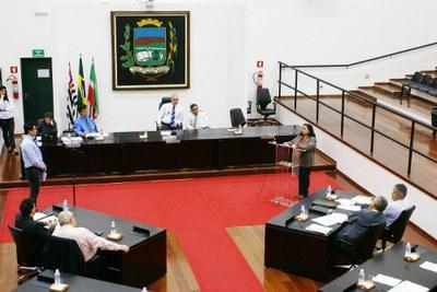 Câmara aprova novo Crédito Adicional e vereadores ouvem explicações da Secretária de Educação