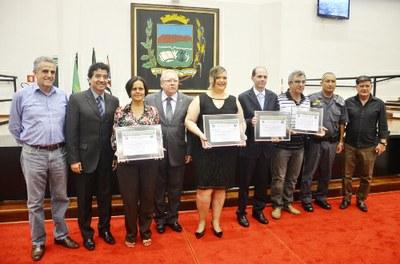 Comerciários recebem homenagem da Câmara de Pindamonhangaba