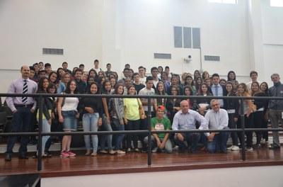 Devido ao feriado, Sessão realizada na manhã de sexta-feira recebeu a visita de alunos da Escola Alfredo Pujol