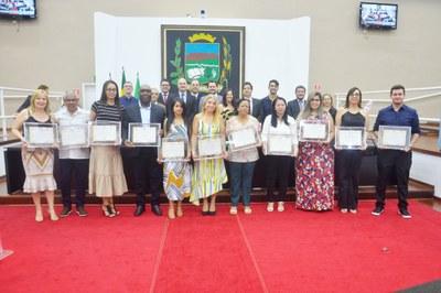 Em noite marcada pela gratidão e respeito, Câmara de Pindamonhangaba promove Sessão Solene e celebra o 'Dia do Professor'