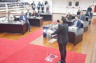 Por unanimidade, Lei da Contribuição de Iluminação Pública é revogada pela Câmara de Pindamonhangaba