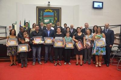 Professores ganham reconhecimento e gratidão em homenagem na Câmara de Pindamonhangaba