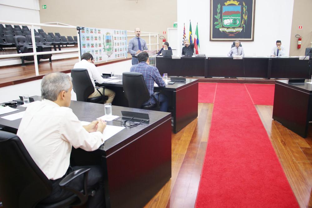 Projetos de Lei da Ordem do Dia tem votação adiada pelos vereadores de Pindamonhangaba