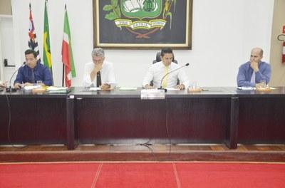 """Relatório da """"CEI do Vanone"""" é lido em plenário e Prefeito retira projeto que autoriza servidores a dirigir veículos oficiais"""