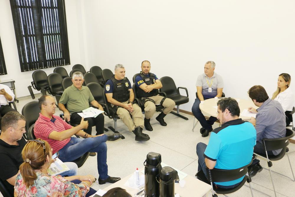 Reunião na Câmara de Vereadores de Pindamonhangaba discute problema da segurança do túnel molhado sob a Via Dutra