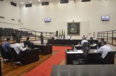 Vereadores aprovam cinco projetos e adiam votação de convênio com a Santa Casa
