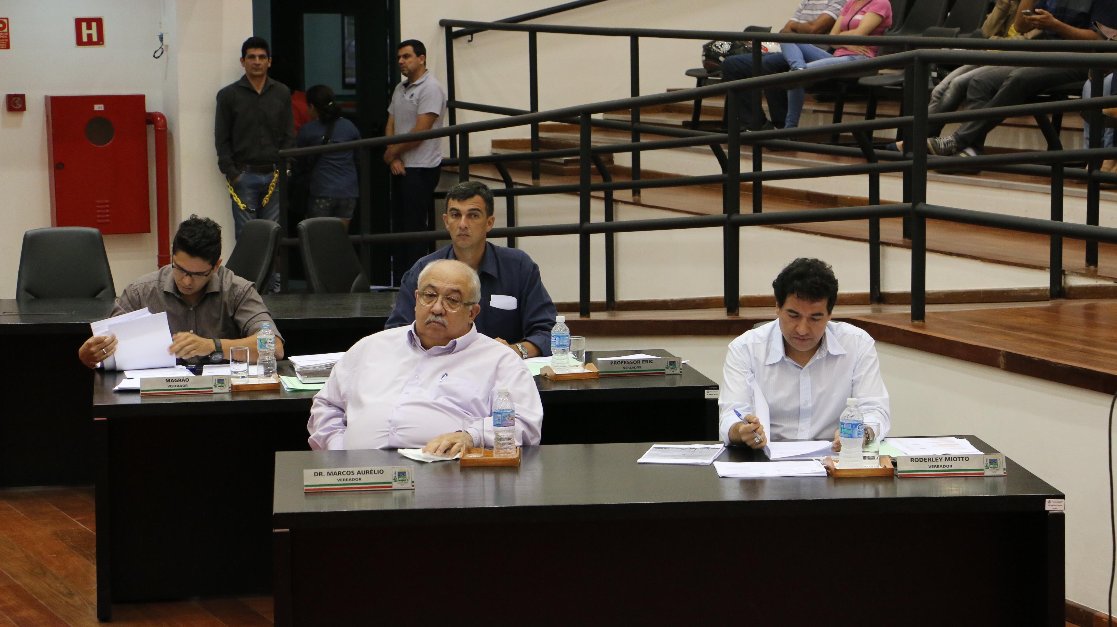 Vereadores aprovam taxa de iluminação pública para 2015